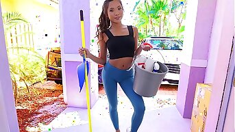 Hot asian teen maid comes be worthwhile for some cleaning